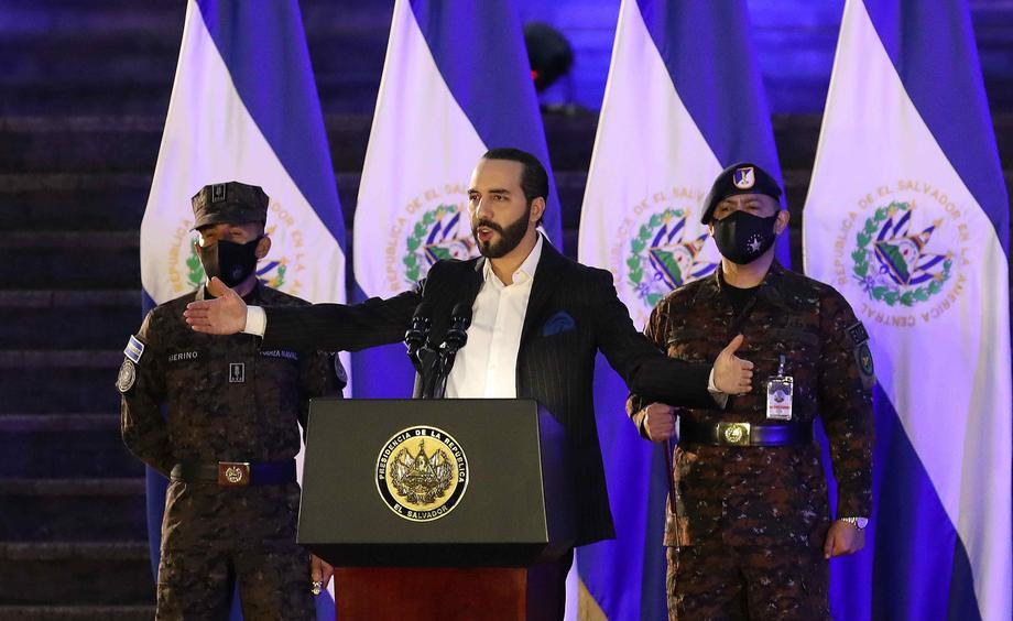 Претседателот на Салвадор сам се нарече диктатор