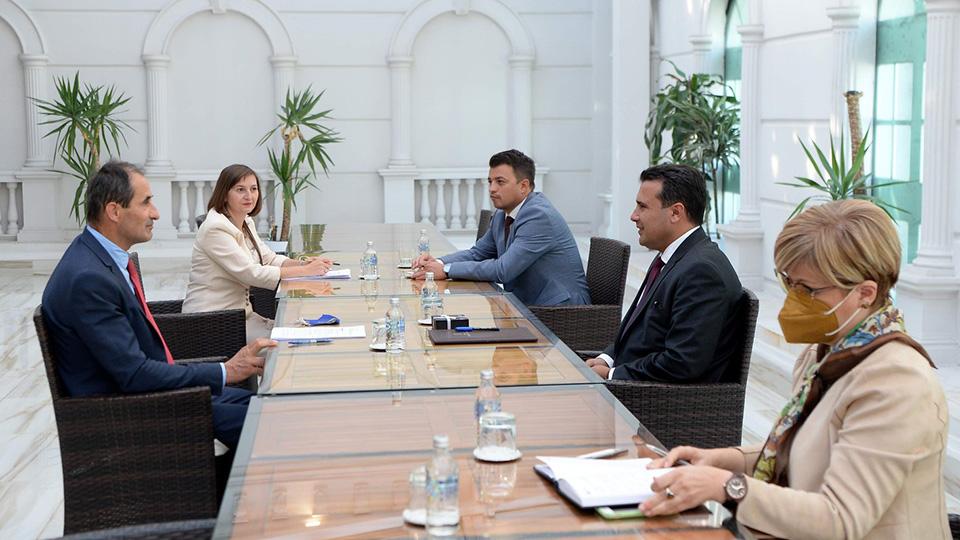 Граѓаните казнувани, Заев крши мерки и протоколи: Премиере, каде ви е маската? (ФОТО)