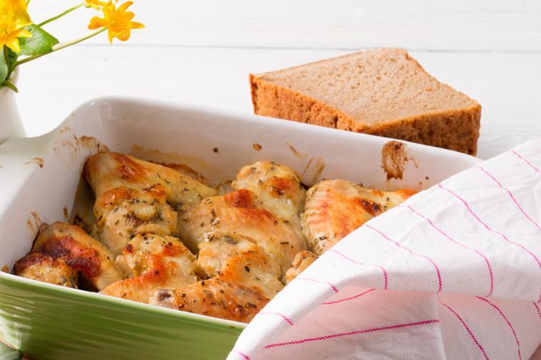 ЗАПЕЧЕНИ ПИЛЕШКИ БАТАЦИ СО ПАВЛАКА: Превкусен ручек готов додека да трепнете!