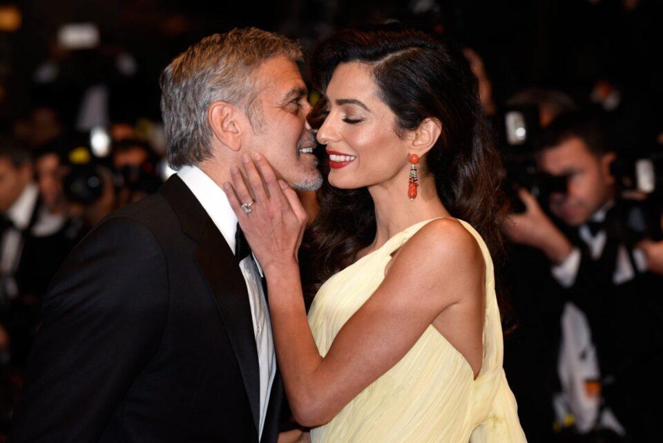 Џорџ Клуни три пати ја молел за првиот состанок: Детали за необичниот живот на Амал