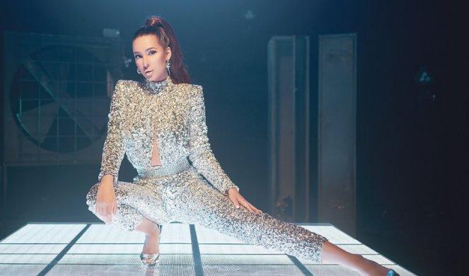 """Анастасија Ражнатовиќ """"тежи"""" пола милион евра: Пејачката за три години заработила огромно богатство"""