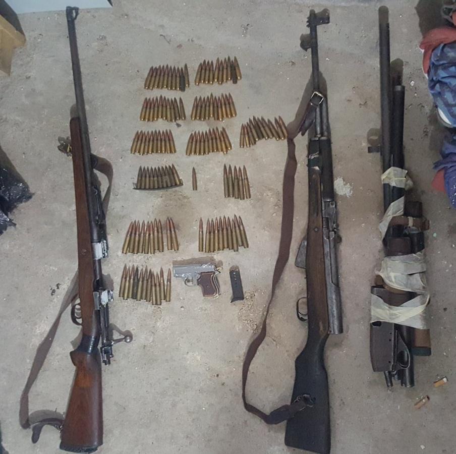 ПРЕТРЕС ВО ПРИЛЕП: Пронајдени пиштол, пушка и муниција