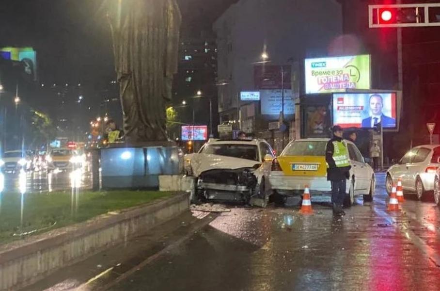 Тешка сообраќајка вечерва во центарот на Скопје (ФОТО)