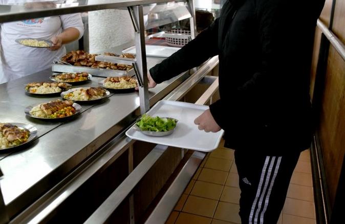 СТУДЕНТИ РЕАГИРААТ: Не се исплатени парите за субвенциониран оброк, надлежните смируваат дека проблемот ќе се реши