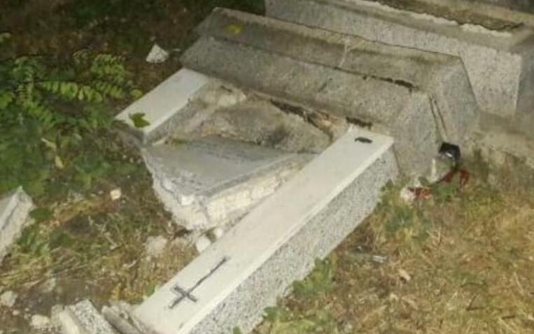 Детали за ужасниот чин: Осквернавил гроб и почнал да копа, еве што барал на гробиштата