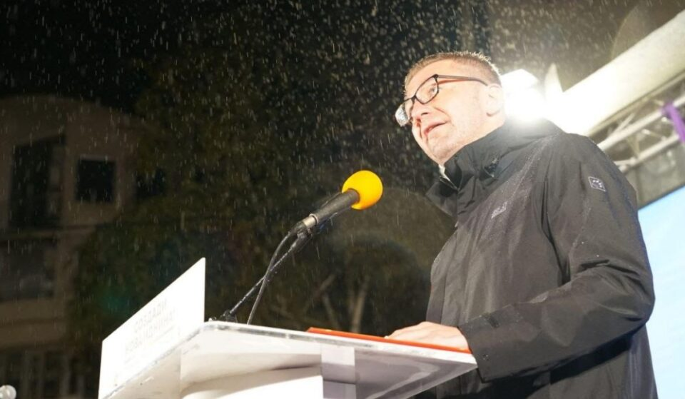 Мицкоски: Додека Заев се фали дека од ЕУ донесе поздрави, Борисов кажа дека ЕУ за Бугарија ќе издвои 38 милијарди евра