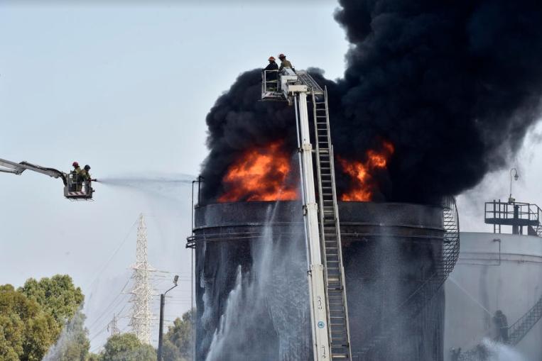 Голем пожар во нафтен погон во јужен Либан