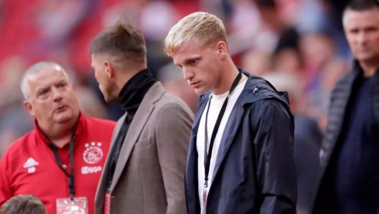 Јунајтед ќе му понуди спас на Ван де Бек: Трампа во клуб од Премиерлигата?!
