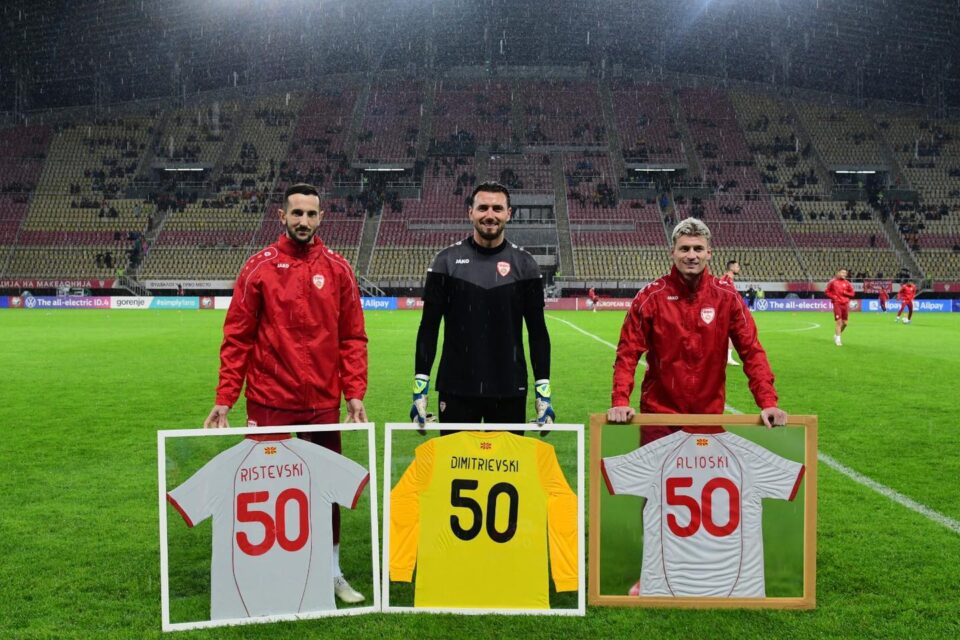 """ФОТО: """"50"""" за Столе, Кире и Алиоски – момците запишаа јубилеен настап за репрезентацијата"""